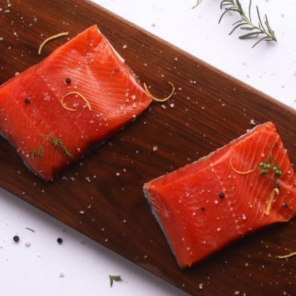 2 raw Sockeye salmon Portions